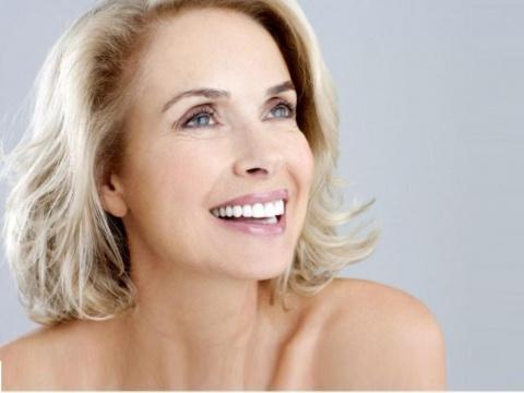 Как краситься, чтобы выглядеть моложе? Что нужно есть, чтобы не стареть!