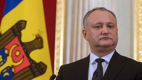 Додон хочет обсудить с Путиным высылку российских дипломатов