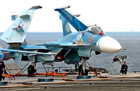 Палубный истребитель Су-33. …