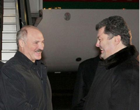 Лукашенко хочет сотрудничать с Украиной в военной сфере: У вас очень хорошие БТРы