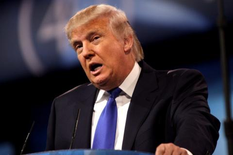 Трамп рассказал, над чем в США смеются русские