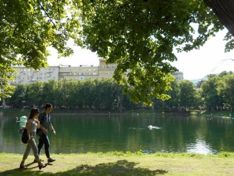 Патриаршие пруды - одно из самых живописных уголков Москвы