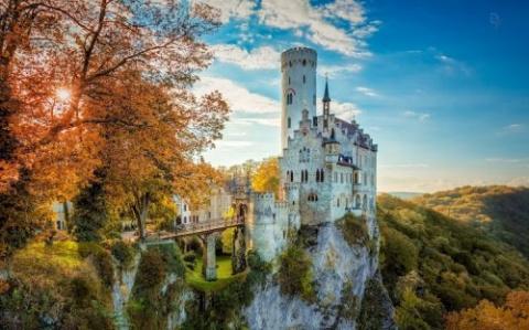 Очаровательный замок Лихтенш…