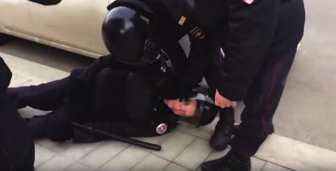 Избитый митингующими в Москв…