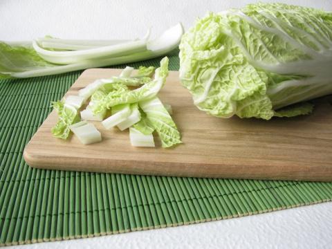 Вкусно и для кишечника полезно. 5 самых вкусных салатов с пекинской капустой