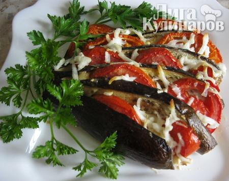 Баклажаны с помидорами, запеченные в духовке