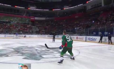 Хоккеист забил блистательную шайбу