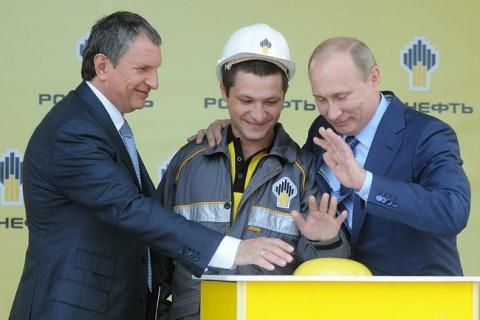 Путин наградил орденами поку…