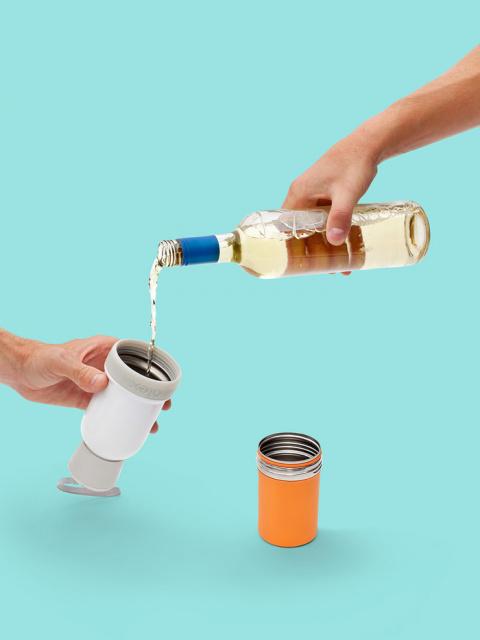 Одна бутылка - два стакана