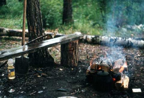 Как разжечь костер после дождя