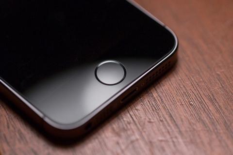 Названы причины быстрой разрядки смартфонов