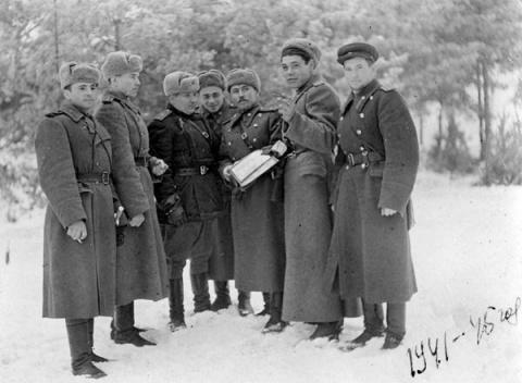 Как советские военные с легк…