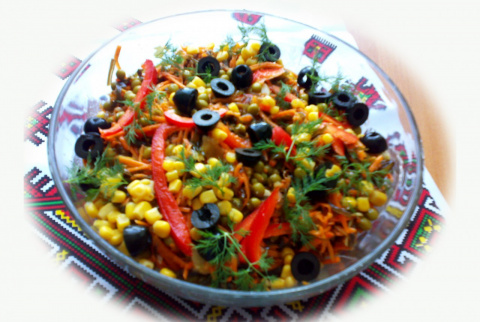 Салат из морской капусты и моркови по-корейски.