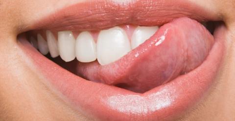 4 потрясающих средства для отбеливания зубов в домашних условиях