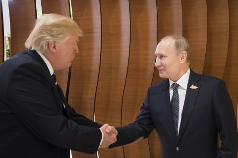 """Трамп переговорит с Путиным """"на ногах"""", """"на ходу"""""""
