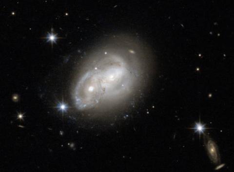 Телескоп «Хаббл» сфотографировал столкновение галактик