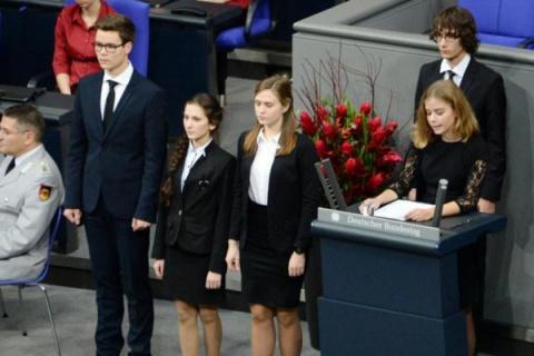 """""""Он отлично знает, кто победил в этой войне"""": мать школьника из ЯНАО прокомментировала речь сына в Бундестаге"""