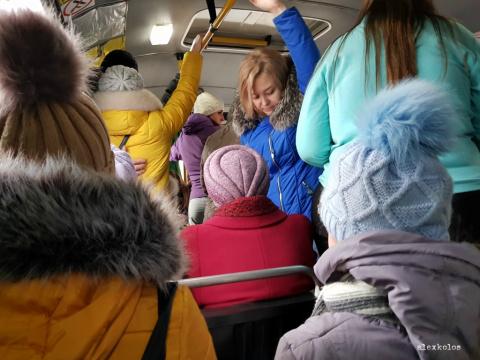 Кто же их посадит? Или почему за свои деньги пассажиры автобусов ездят стоя?