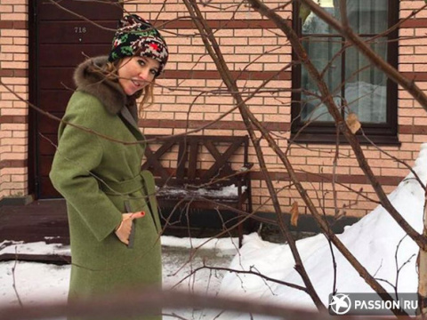 «Буду бордовым петухом»: Ксения Собчак выбрала новогоднее платье