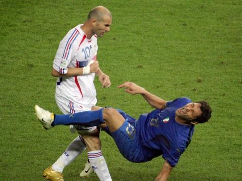 Самые скандальные удаления в футболе