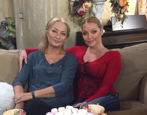 Мамы российских звезд, у которых обычные профессии