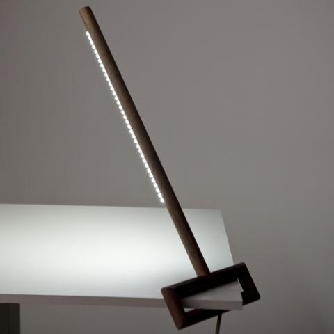 Необычный дизайн настольной лампы