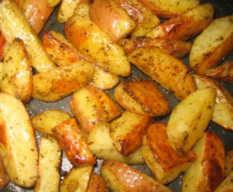 Элементарная картошка по деревенски в духовке