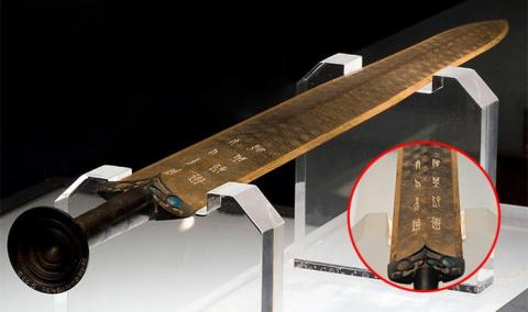 Таинственные 2500-летний меч Гоуцзянь, который и сегодня выглядит, как новый