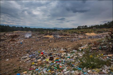 Тайга, утопающая в мусоре