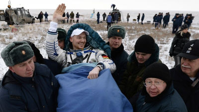 Международный экипаж МКС вер…