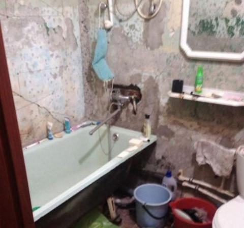 Он решил сделать подарок для матери и сам сделал ремонт в ее ванной комнате
