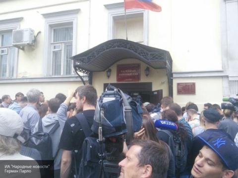 Заседание по делу Серебренникова началось в Басманном суде
