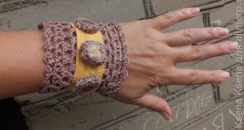 Вязаный браслет с тканевыми вставками и камнями. Мастер-класс