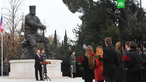 Памятник Александру III восп…
