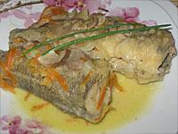 Рыба, тушенная в сметане с овощами