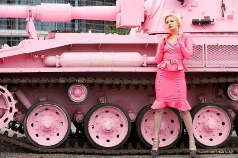 Танки шли, а они лежали, а танки.. они... огромные, вы представляете этот ужас?!