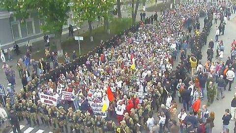В Одессе тысячи горожан вышли под лозунгами против нацистского украинского режима