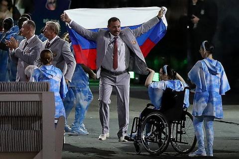 Лукин поблагодарил белоруса, пронесшего флаг РФ на открытии Паралимпиады-2016