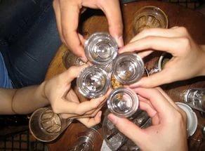 В США около 100 человек госпитализированы с концерта из-за отравления алкоголем