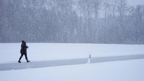 Снегопад преградил въезд в г…