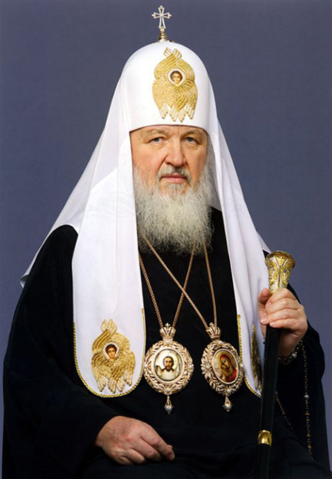 Это - патриарх. Важный, покрытый золотом, ездящий на бронированном мерседесе. Разве патриарх должен быть таким?