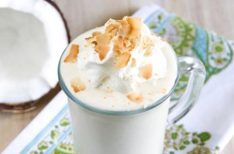 Кокосовый молочный коктейль с бананом