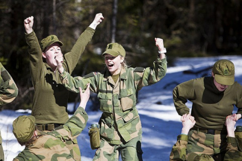 Норвегия. Парни и девушки в одной казарме