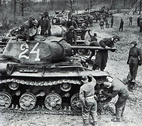 «А поле боя держится на танках...»