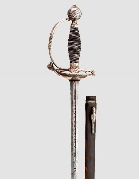 Украшенный серебром и гравировкой меч с ножнами.