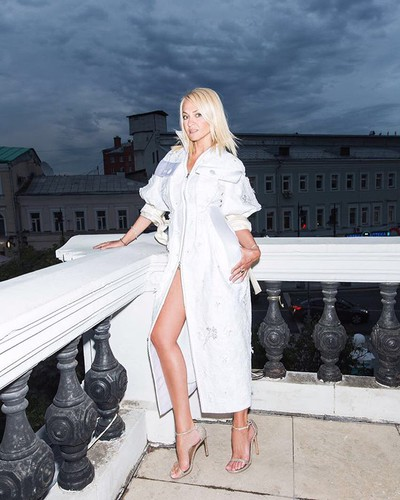 Яна Рудковская показала плос…
