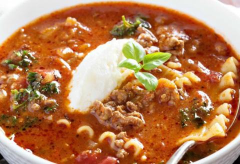 Сытный и необычный суп для любителей лазаньи.