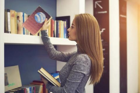 Когда-то работала библиотекарем…