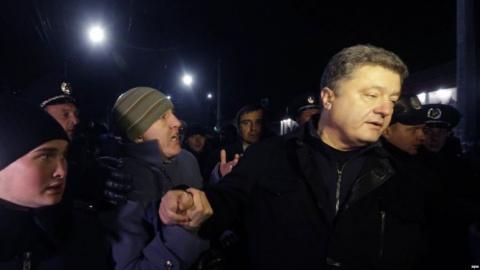 В Крыму Порошенко получил «тяжелый пинок на дальнее расстояние»
