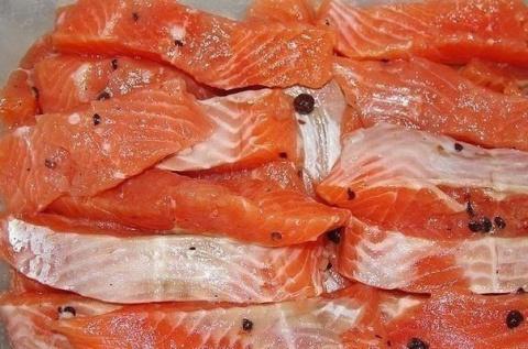 Рыбка красная соленая